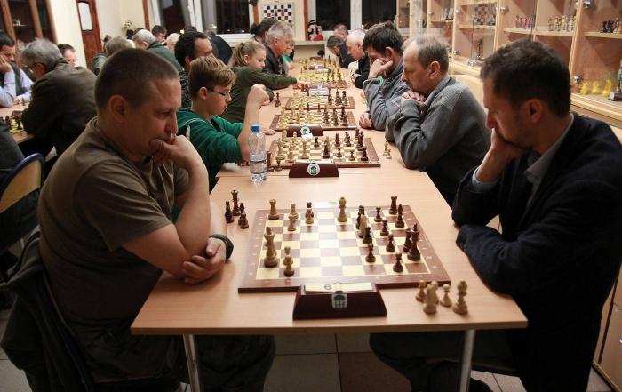 szachiści-w-trakcie-turnieju