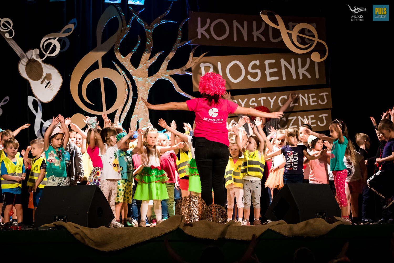 dzieci-na-scenie