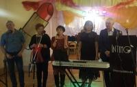 zespół-na-scenie