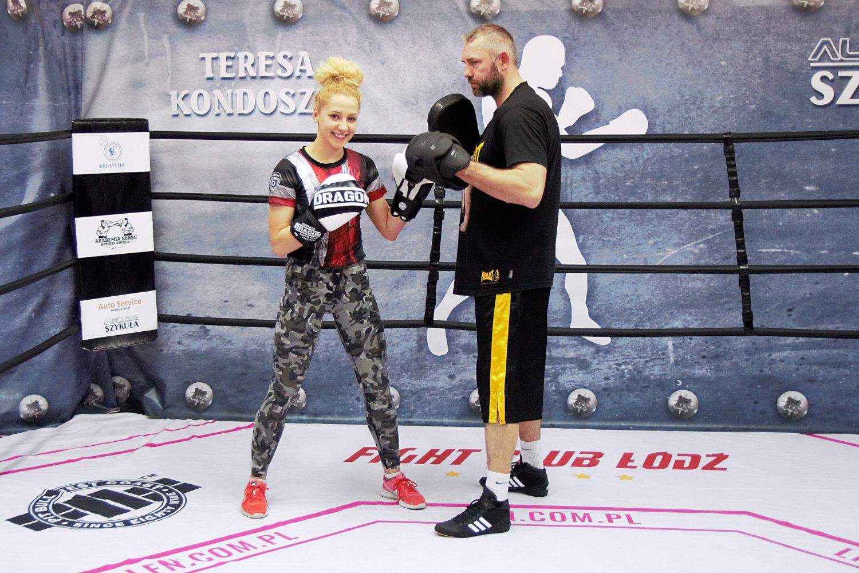 zawodniczka-boksu-z-trenerem