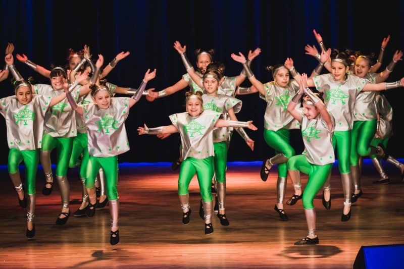 grupy-taneczne-na-scenie