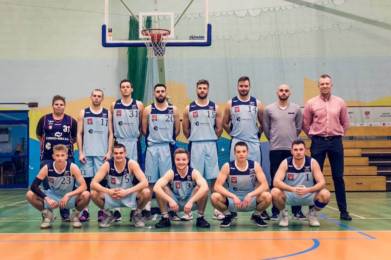 wspólne-zdjęcie-koszykarzy