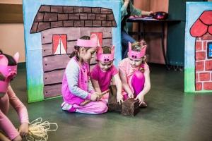 spektakl-trzy-świnki
