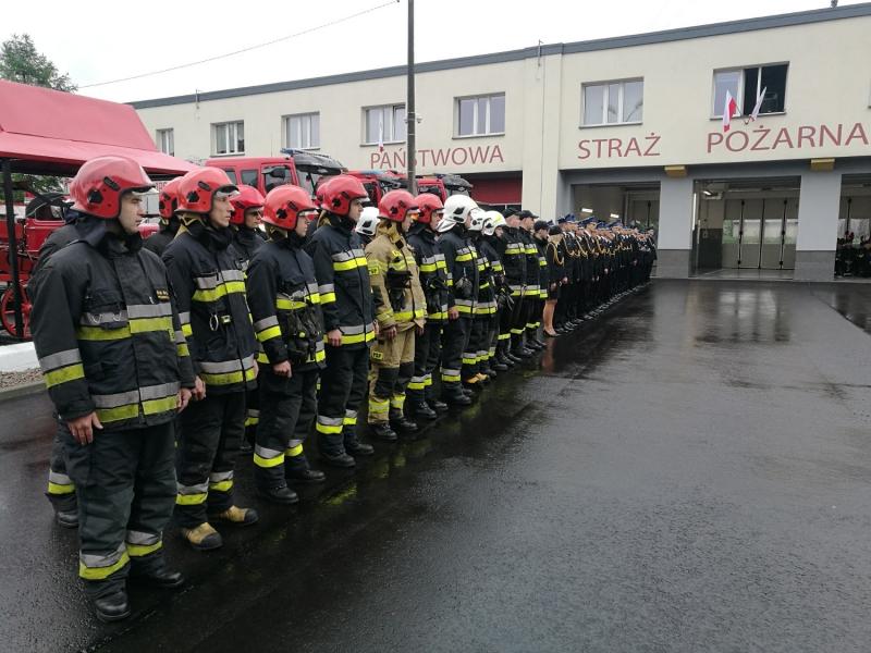 strażacy-podczas-uroczystości