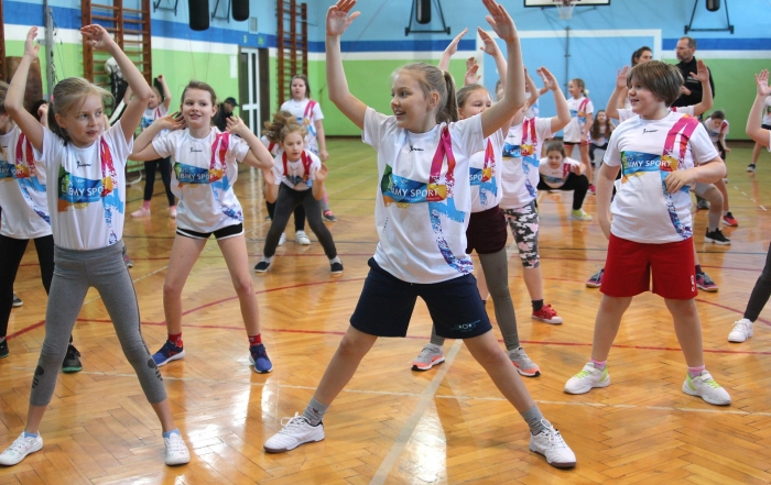 siatkówka-dziewcząt-lubimy-sport