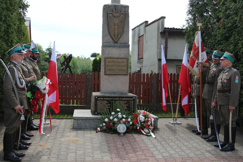 pod-pomnikiem